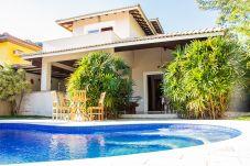 Casa em São Sebastião - Casa Linda perto da Praia, Piscina c/ Hidro e Wifi