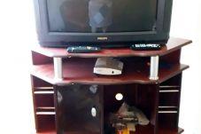 Sala com TV à cabo para relaxar depois de um dia de praia