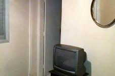 Suíte do apartamento, com ar-condicionado e TV