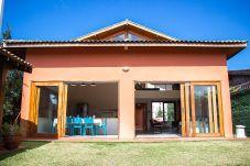 Casa em Guarujá - Guarujá: Casa com Churrasq, Wi-Fi a 5 min da praia