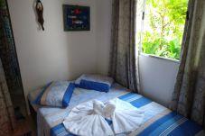 Quarto em Caraguatatuba - Caraguá: Suíte 4 p/ PcD com wifi a 4 min da praia