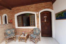 Casa geminada em Caraguatatuba - Lindo chalé com wi-fi a 7 min da praia em Caraguá
