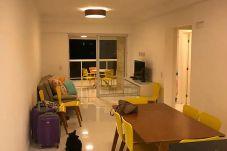 Apartamento em Guarujá - Apartamento a menos de 1min da Praia. Lazer e Wifi