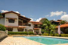 Casa em Piracaia - Chácara com piscina, churrasqueira e hidro